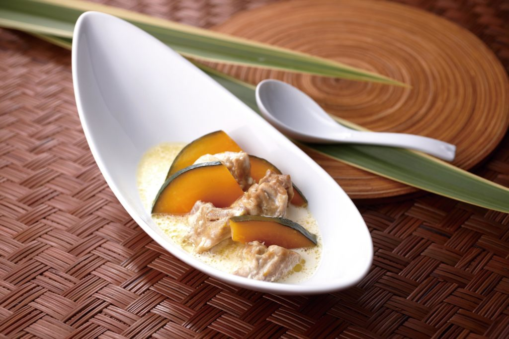 Yummy Japanese comfort food for a chilly day! Tender pieces of chicken and kabocha squash simmered in a creamy, buttery sauce and served with a side of rice.We love this creamed chicken dish so much we lick the plate clean every time we make it! #chickenrecipes #ricecookerrecipes #comfortfood #chickenstew   Tiger USA