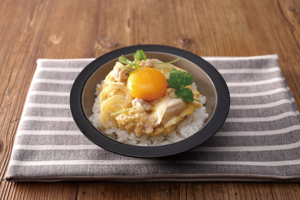 Oyakodon - Oyakodon (親子丼 - Oyako Donburi) is is a Japanese rice bowl topped with chicken that has been simmered with onions and egg. It's traditional Japanese comfrort food at its best and it's easy to make! #ricebowl #japaneserecipe #easyrecipes | Tiger USA