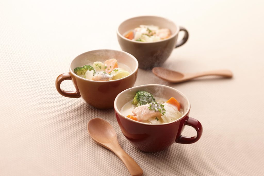 Salmon Chowder - This delicious salmon chowder recipe will transport your taste buds to a bustling New England fishing village - all from the comfort of your cozy home! #salmonrecipe #souprecipe #ricecookerrecipe #tigerricecooker | Tiger USA
