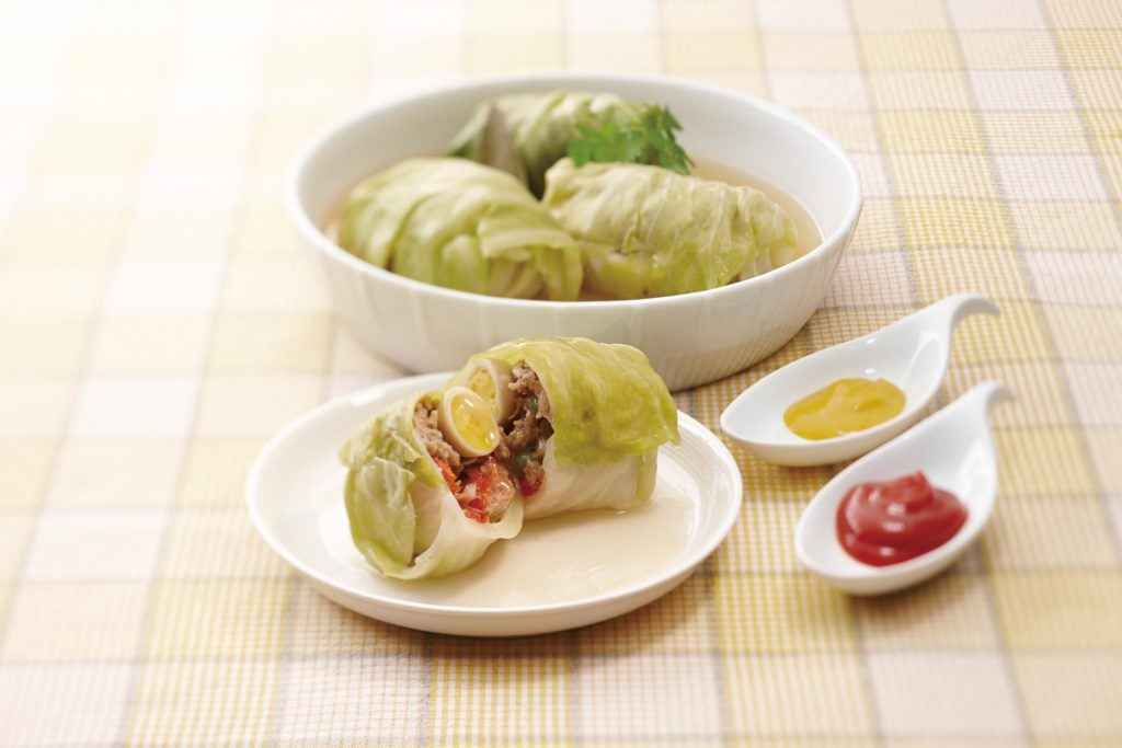 Stuffed Cabbage Rolls - These cabbage rolls make for an easy weeknight dinner that's kid friendly, healthy and filling! #cabbagerolls #healthyrecipes #ricecooker #tigerricecooker | Tiger USA