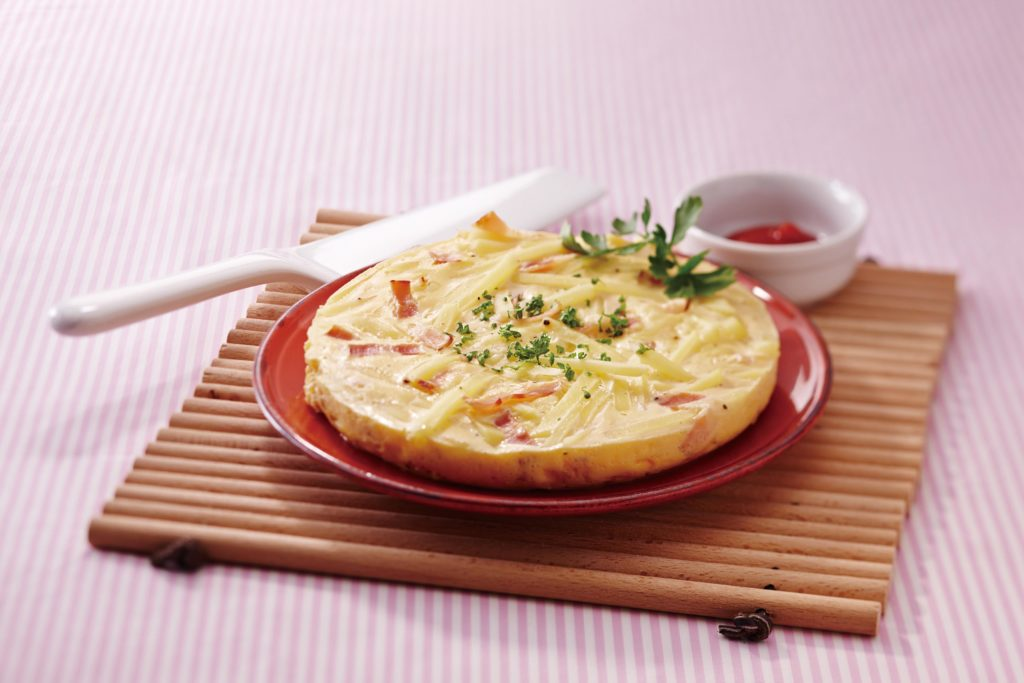 Bacon and Potato Frittata Recipe - Use the Synchro-Cooking setting of your Tiger Muti-Cooker, the vapor created from the steaming rice cooks your bacon and potato frittata at the same time! #ricecookerrecipes #eggrecipes #healthyrecipes   Tiger USA