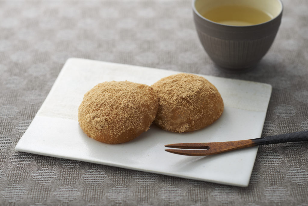 Kinako mochi is a traditional Japanese snack people of all ages love! Chewy rice cakes are dusted in a sweet and nutty powder made with soybean and sugar. Not only is it delicious, it's surprisingly healthy! Get the recipe. #mochirecipe #japanesefood #mochimaker #kitchenappliance | Tiger USA